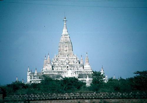 מקדש אנאנדה במיאנמר GOTRAVEL