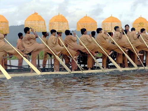 בני האינטה באגם אינלה בפסטיבל סוף המונסון