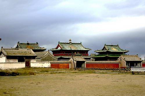 המבנים הבודדים בשטח העיר העתיקה קארקורום