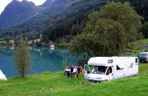 קמפינג לצדי אגם אולדן וקרחון בריקסדל