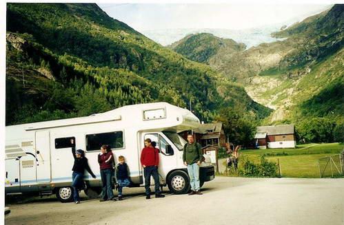 בתחילת המסלול לקרחון בואר, אחרי המפגש המפחיד עם האוטובוס