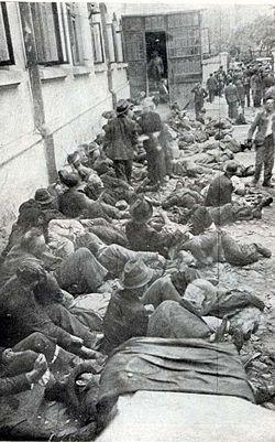 ריכוז יהודים ברחוב בזמן פרעות יאשי