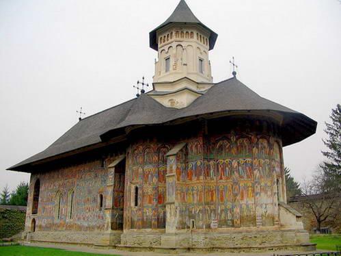 מנזר וורונץ, בעיירה גורה הומורולוי באזור בוקובינה, רומניה