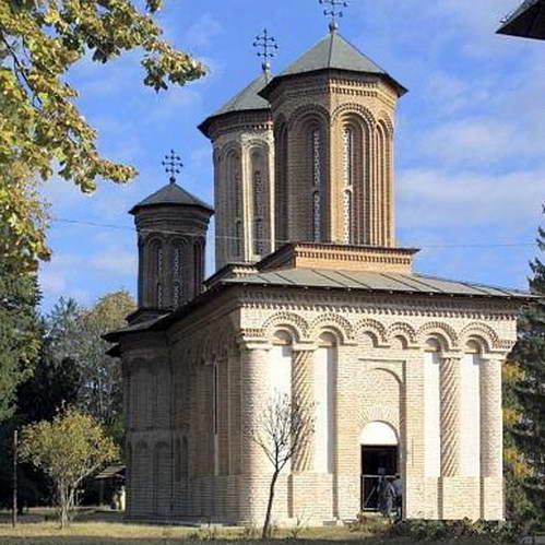 כנסיית המנזר בסנגוב בה נקבר ולאד דרקולה