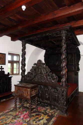 חדר שינה וחרכי ירי בטירת בראן