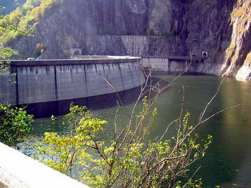 הסכר על אגם וידררו