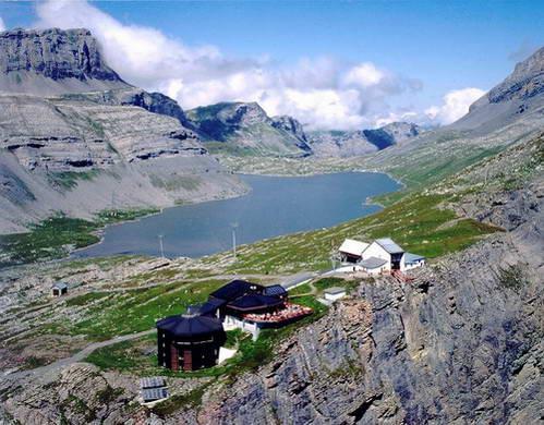אגם דאובנזה ומסעדה עם תצפית פנורמית במעבר גמי