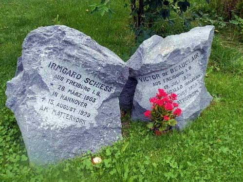 קבריהם של שני מטפסי הרים שנהרגו על המטרהורן בשנת 1929