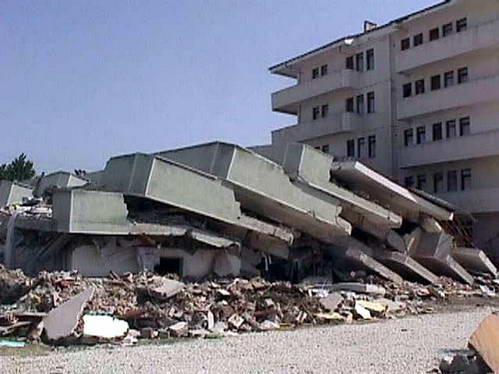 קריסת קלפים בבניין ללא חיזוקי אלכסון, טורקיה
