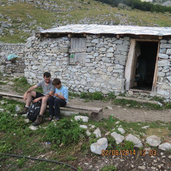 אלבניה - אנשים טובים באמצע הדרך
