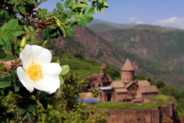טיול הליכה בארמניה, מנזר טאטאב