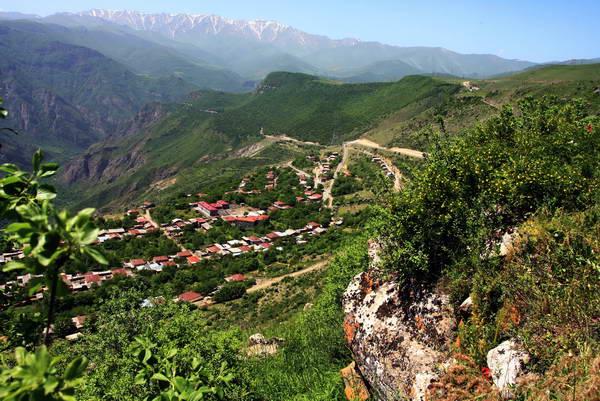 טיול הליכה בארמניה, הכפר טאטב
