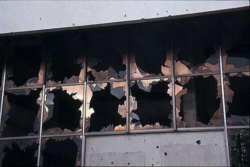 מראות המלחמה נשקפים מבעד החלונות, בוסניה והרצגובינה