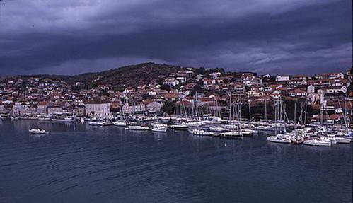 הים כחול וצלול במיוחד בדוברובניק, קרואטיה
