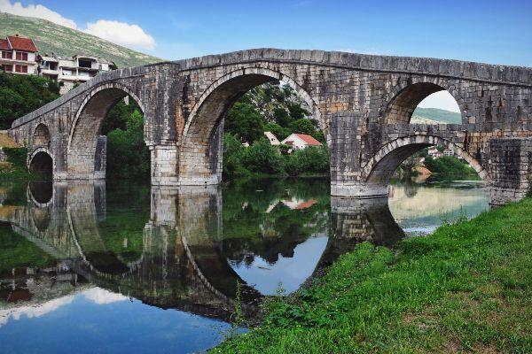 גשר ארסלנגיץ' בעיירה טרבינייה, בוסניה והרצגובינה