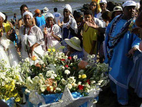 טקס המקומבה לאלת הים יאמנז'ה, סלבדור דה באהיה, ברזיל
