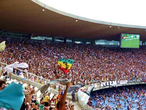 אוהדים במשחק כדורגל במרקנה בריו דה ז'ניירו, ברזיל