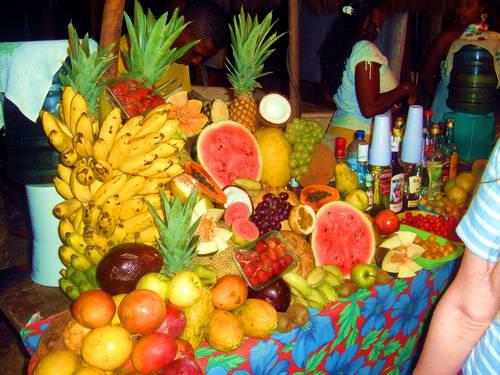אוכל ברזילאי, פירות בברזיל, מסיבת שייקים על החוף בברזיל
