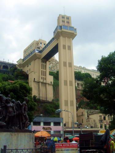 המעלית המקשרת בין העיר התחתית לעיר העילית ריו דה ז'ניירו, ברזיל