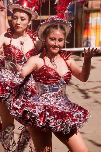רקדניות בקרנבל באורורו, בוליביה