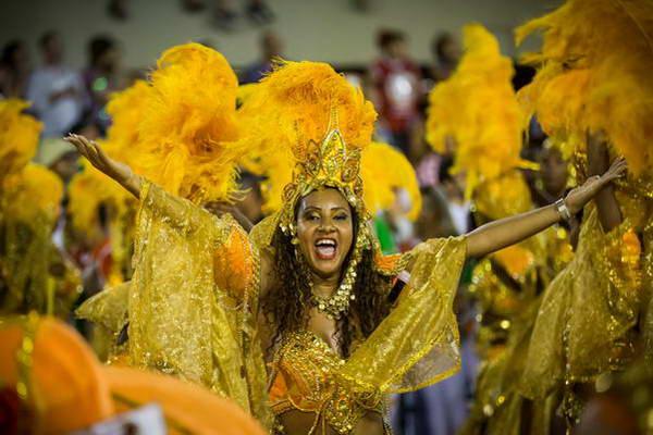 רקדנית במצעד המנצחות, ריו דה ז'ניירו, ברזיל