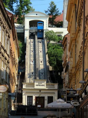 הקרונית העולה אל מגדל לוטרצ'אק, זאגרב, קרואטיה