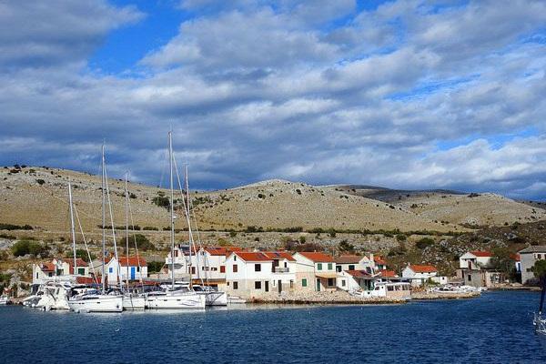 איי קורנטי, קרואטיה