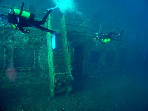צוללים מקצועיים בספינה הטרופה זינוביה