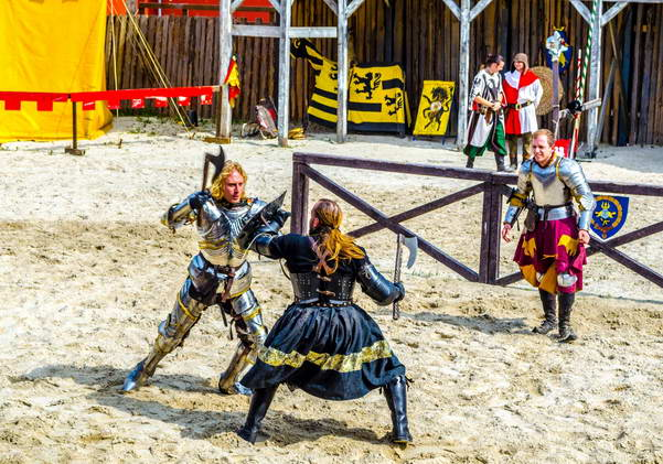 מלחמת אבירים במופע אבירים בטירה עתיקה, צ'כיה