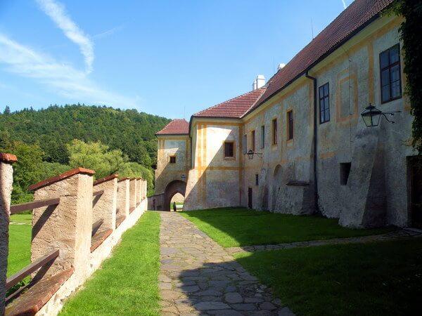 מנזר זלאטה קורונה