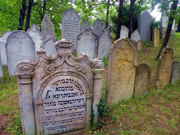 בית הקברות היהודי של מיקולוב, מהגדולים בצ'כיה