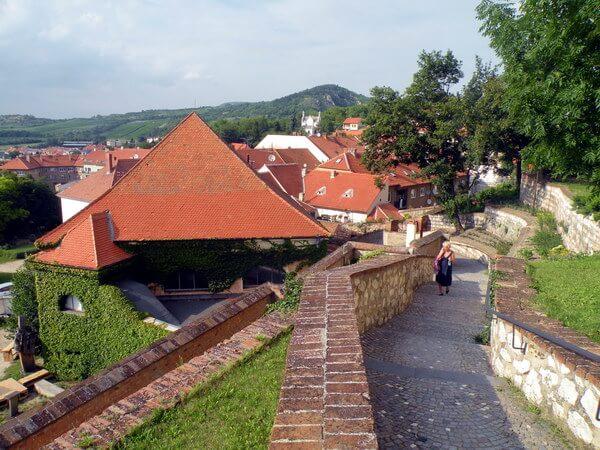 גגות בתי הרובע היהודי של מיקולוב