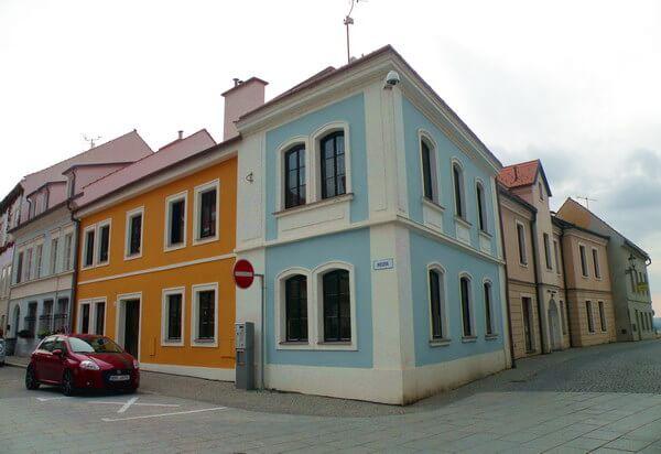 בתי הרובע היהודי של מיקולוב, כיום אין קהילה יהודית במקום