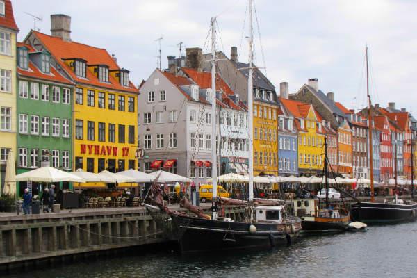 בר בקופנהגן, על הרציף