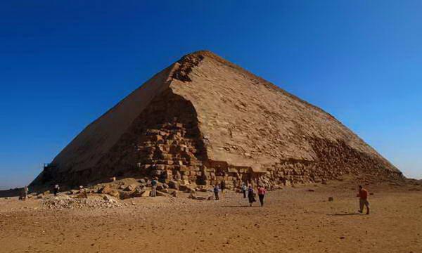 פירמידות דחשור, מצרים