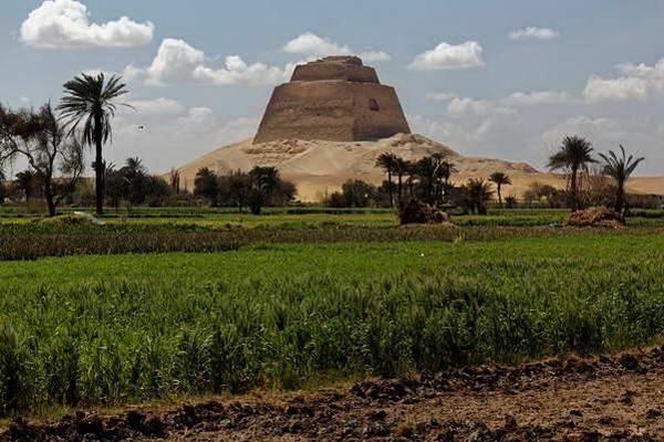 פירמידות מיידום, מצרים