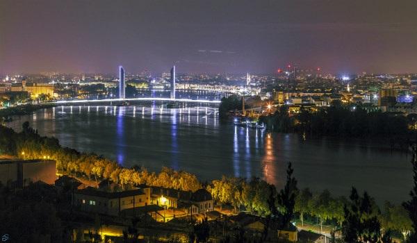 העיר בורדו בלילה