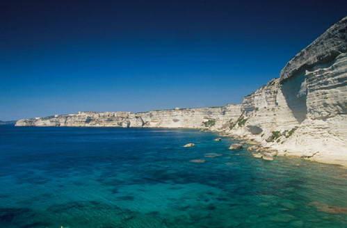 חופי קורסיקה הדרומיים והמערביים, מצוקי גיר וים כחול-ירוק