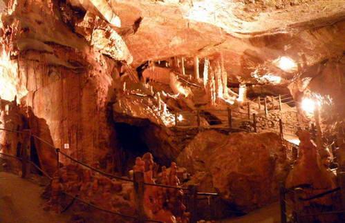 מערת דארג'ילן, רוחות רפאים שהתגלו כנטיפים