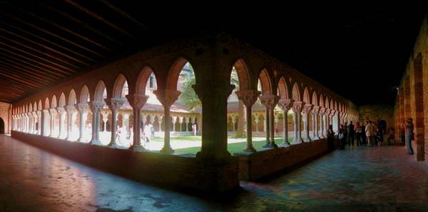 המנזר בעיירה מויסאק, נקודת עצירה על דרך סנטיאגו