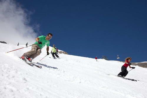 סקי בשיא הקיץ על מסלולים באורך 20 קילומטר, קרון גראנד מוט