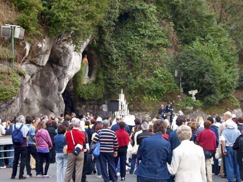 לורד - המערה בה התגלתה מריה לנערה ברנדט