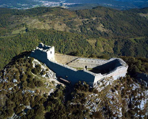 מבצר מונסגיר בו התבצרו בני כת הקתרים