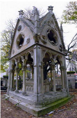צמד הנאהבים אבלר ואלואיז וקבריהם בבית הקברות פר לשז