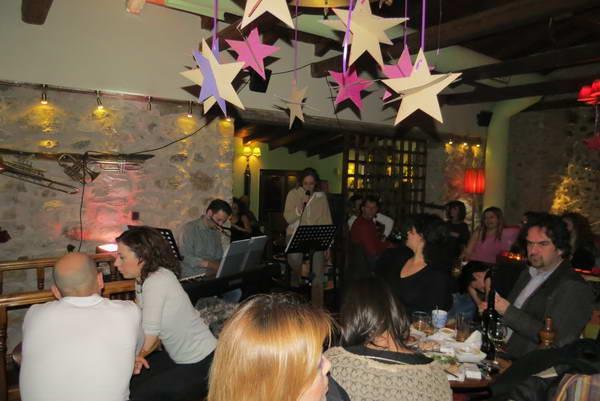קפה מוסיקה, דמיניצנה, ארקדיה, חצי האי פלופונס