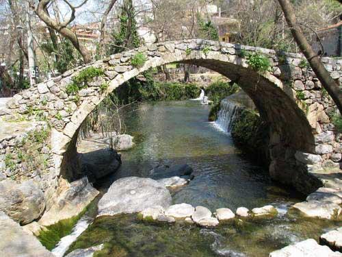 גשר עותמני עתיק, אבריטניה