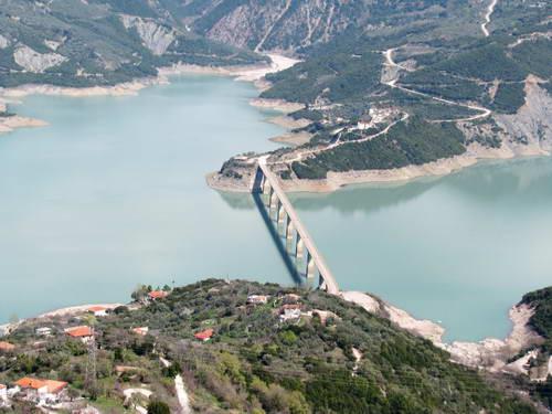תצפית על אגם קרמאסטה, צפון יוון