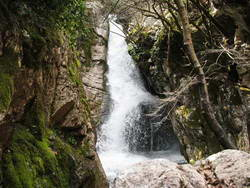 המערה השחורה, יוון ההררית