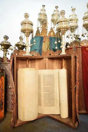 ספרי תורה עתיקים בבית הכנסת של יואנינה, יוון