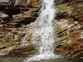 מפלי מים ביוון ההררית